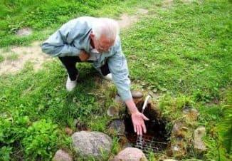 как найти источник воды на участке