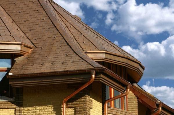 желоба для отвода ливневых стоков со сложной крыши